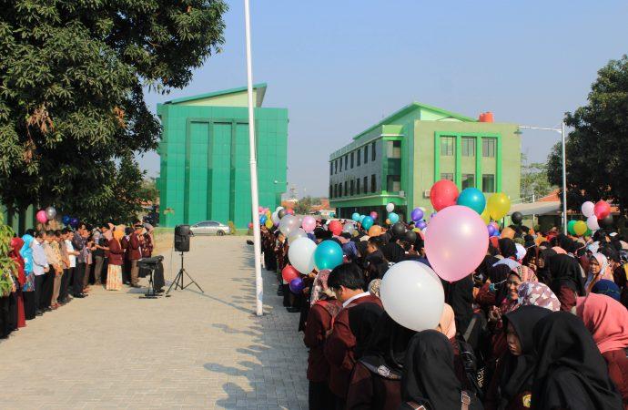 Pelepasan PPLK, Ratusan Balon Hiasi Lapangan Kampus FKIP