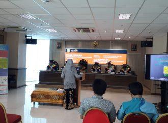 Selamat! Ibu Novaliyosi Raih Gelar Doktor di Universitas Negeri Jakarta