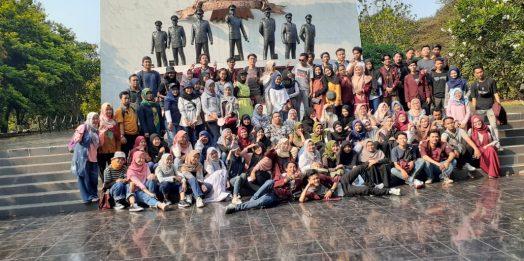 Kunjungan Mahasiswa/i PBI Ke TMII